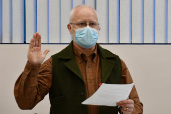 Garratt Tayler holds up his right hand while taking the CRPUD Board of Directors' oath of office.